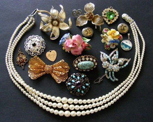 Job Lot of Vintage Jewellery 1