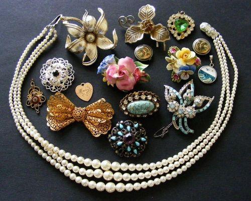 Job Lot of Vintage Jewellery 1