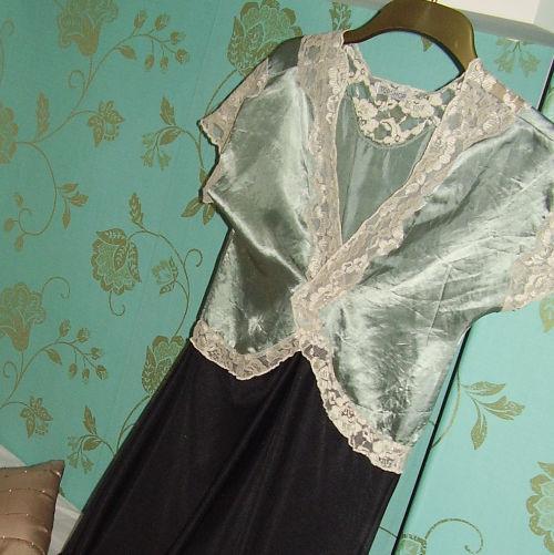 LAURA'S DRESS-B