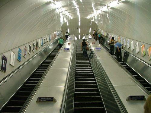 800px-London_Underground_Escalator