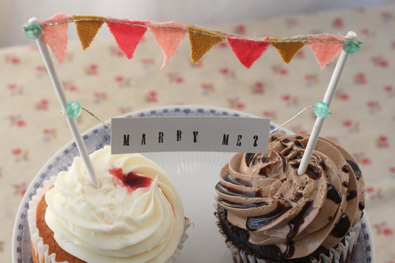 Cupcake topper - marry me