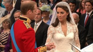 Kate middleton catherine wedding dress 1