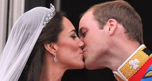 Kate catherine middleton and prince william kiss twice on the balcony 2