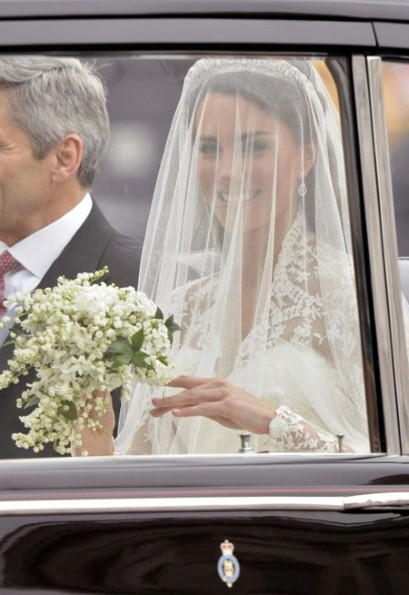 Kate middleton catherine wedding dress 3