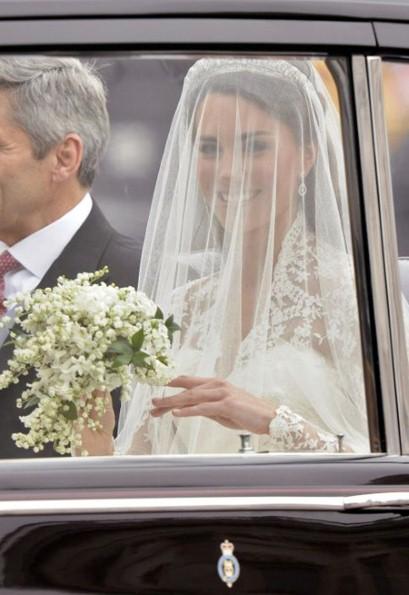 Kate middleton catherine wedding dress 3