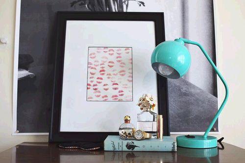 Lipstick frame