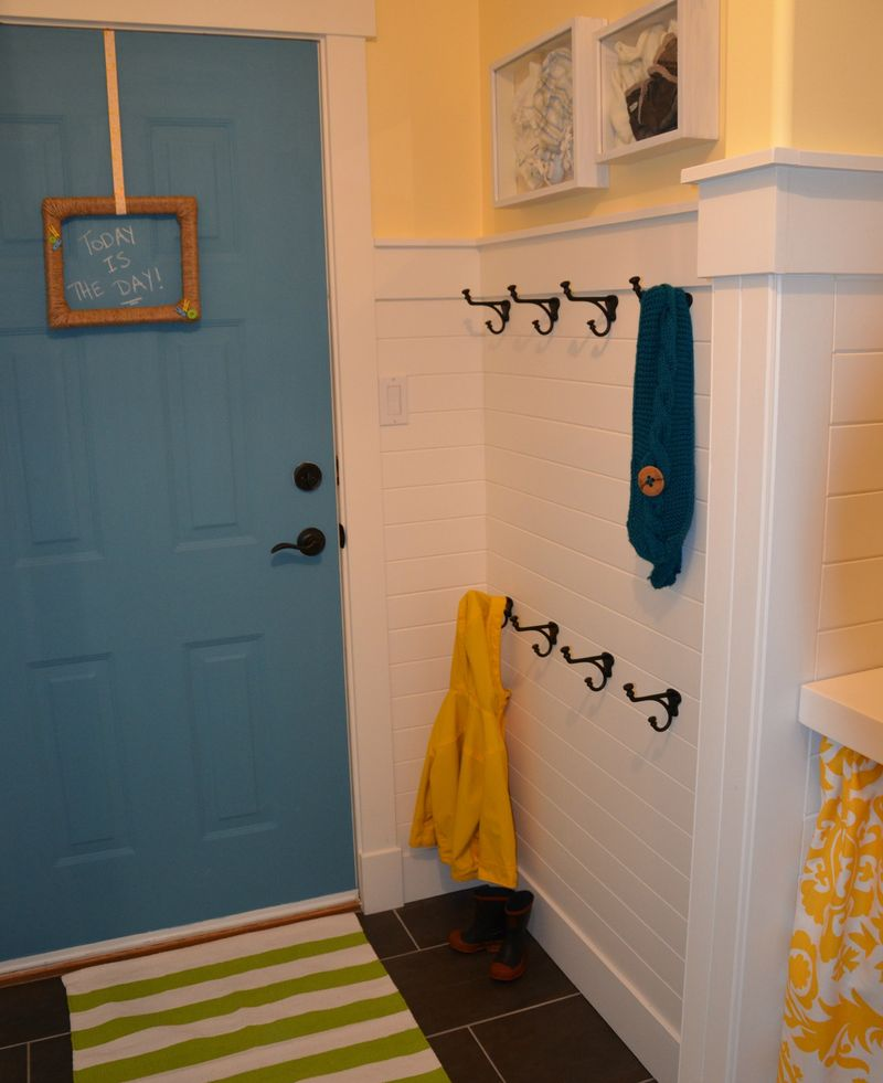 Laundry-room-revamp-hooks-area-at-thehappyhousie copy